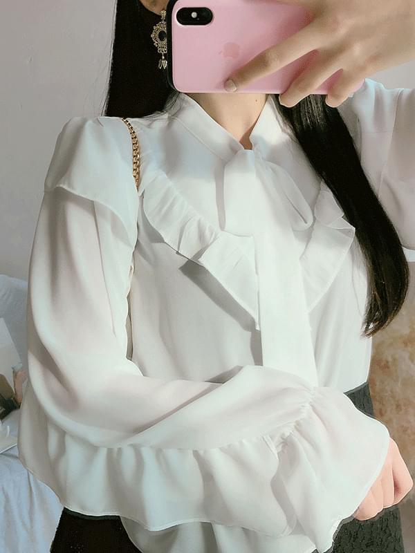 Sky sky ribbon blouse