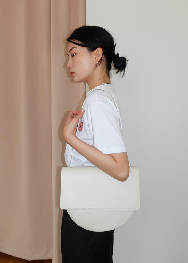 half moon shoulder bag