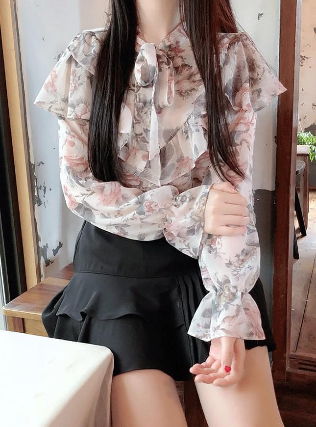Rosé cape flower blouse
