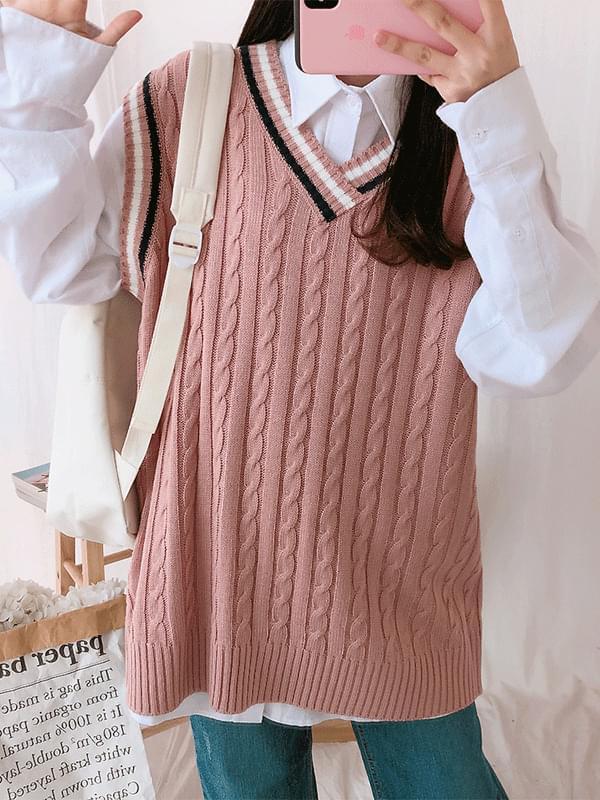 School twisted knit vest
