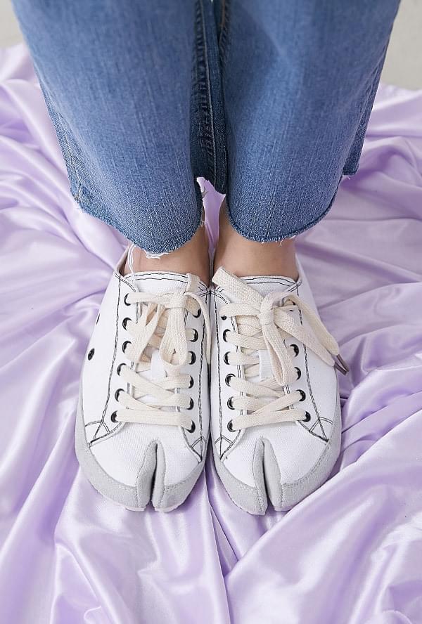 Tousled Tabi Sneakers Mule