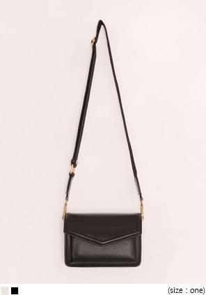LETTER SQUARE LEATHER BAG