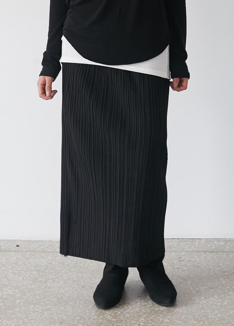 Slim pleated skirt
