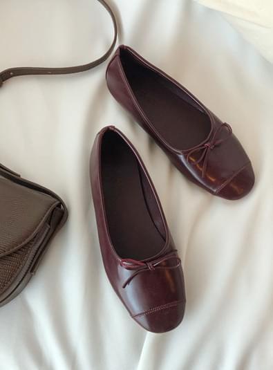 Adiko shoes