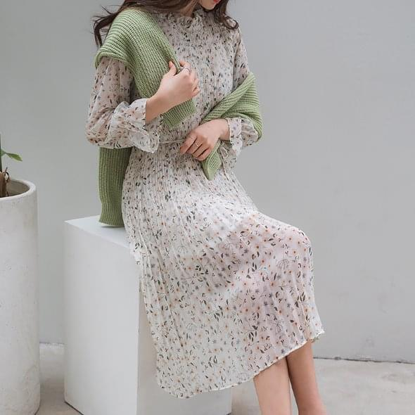 Spring filled pleated dress