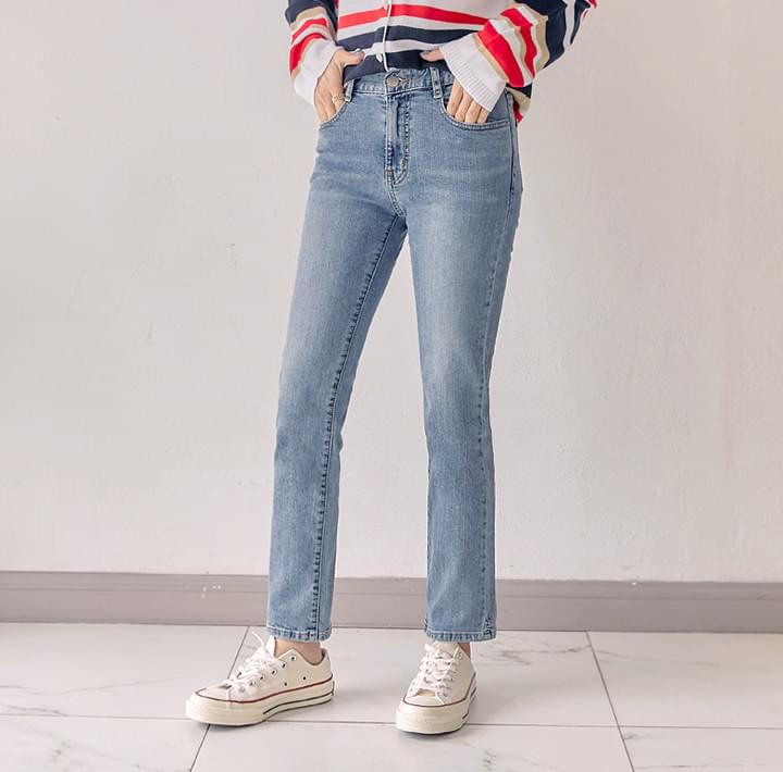 DELVE STRAIGHT DENIM PANTS