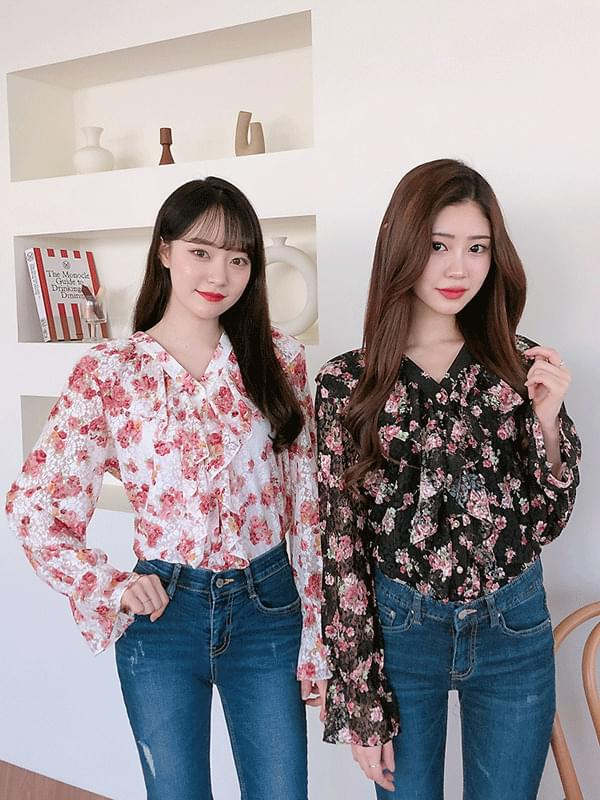 Rosetta V neck blouse