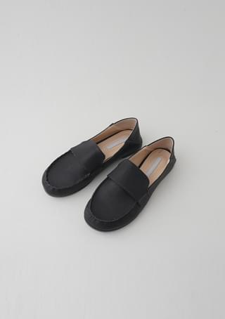 curved round loafer