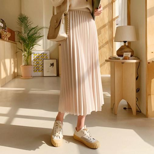 Tone on tone pleated long skirt