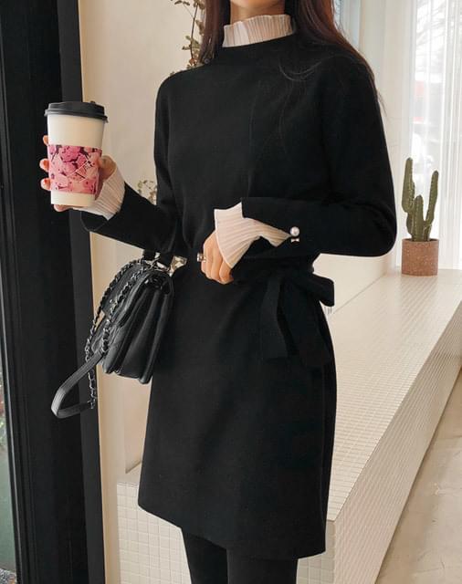 Pearl ruffle knit dress