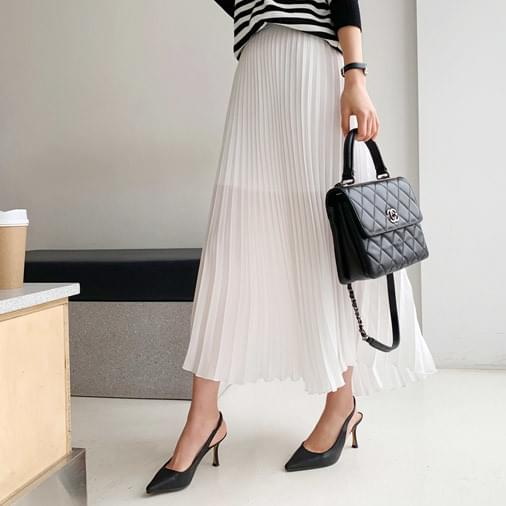 Queen and queen pleated long skirt