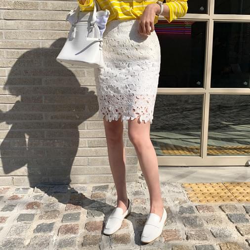 Pony lace skirt