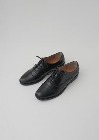 mannish crude oxford shoes