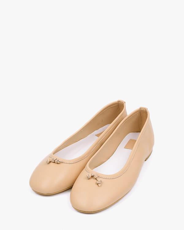 graceful minimal flat shoes