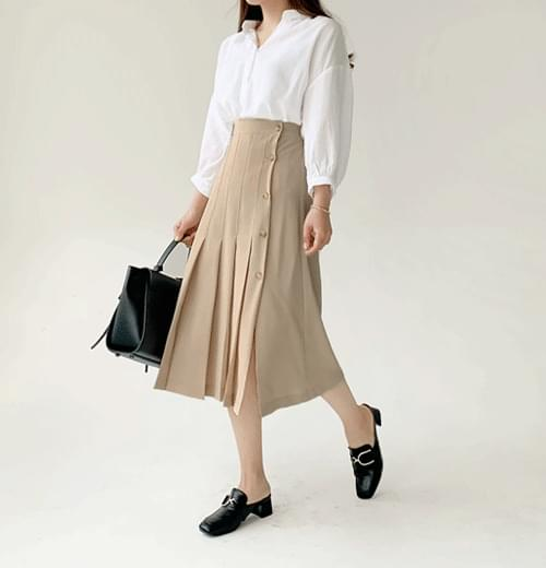 Day button pleated long skirt
