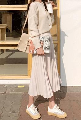 Tone on tone pleated long skirt