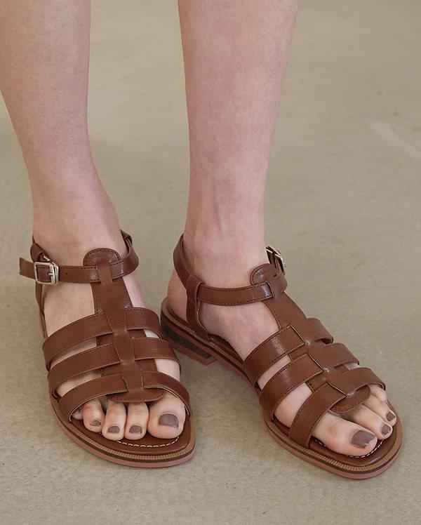 antic buckle sandal