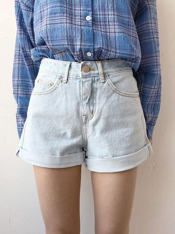 Limited roll-up denim shorts