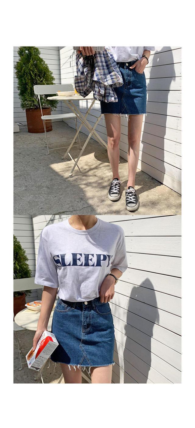 Sleeveless Lettering T-shirt