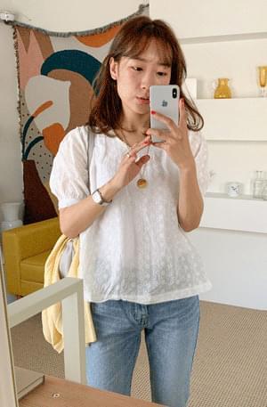 Dandelion punching short sleeve blouse