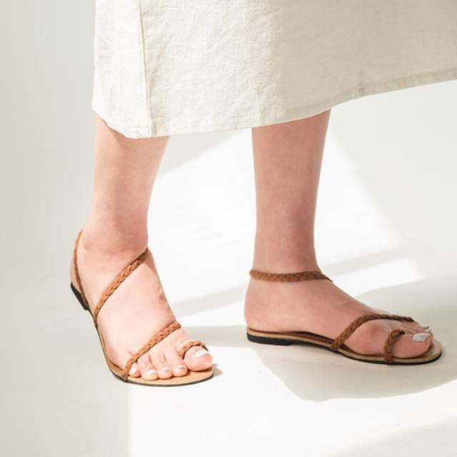 mood twist strap sandal