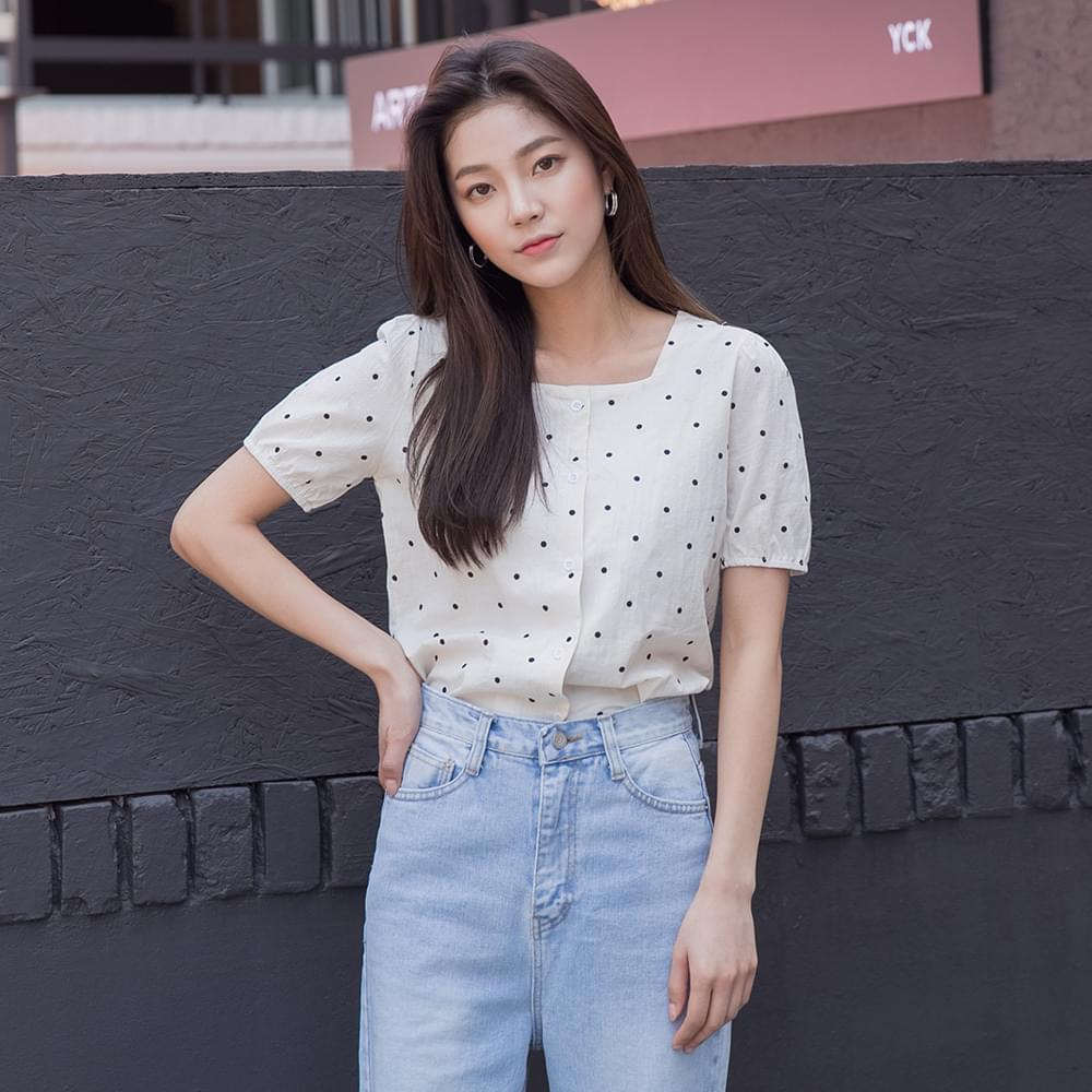 Square neck dot short sleeve blouse