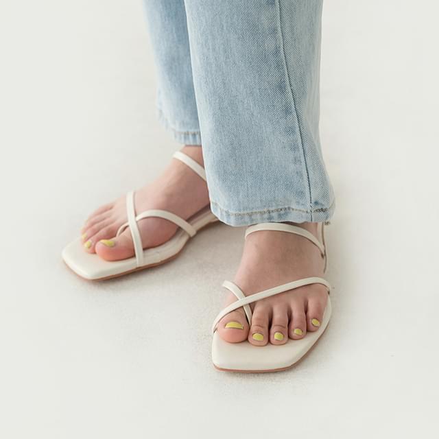 square cross strap sandal