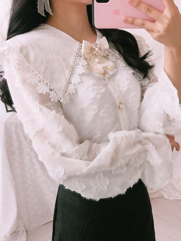 Lace color lace blouse