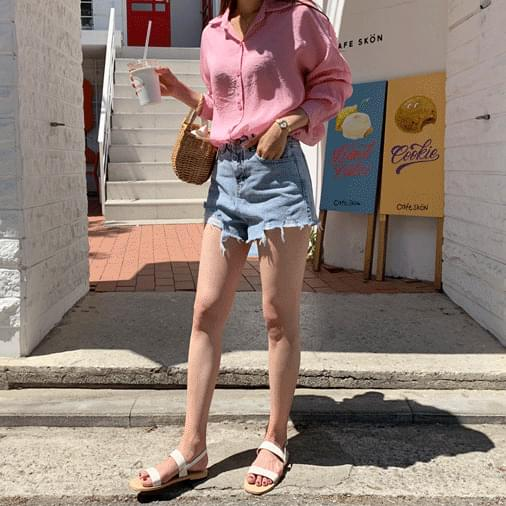 Smile curling denim shorts
