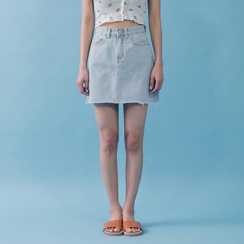 A line hem cut skirt denim