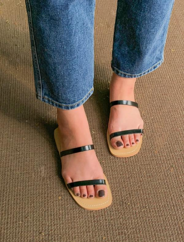 2-strap square toe slipper