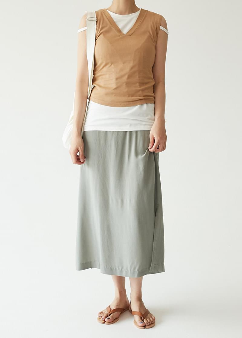 Banding slit skirt