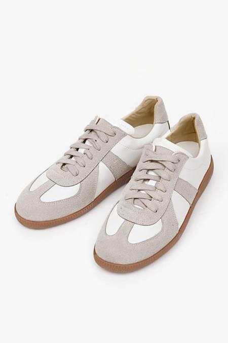 sensual classic sneakers