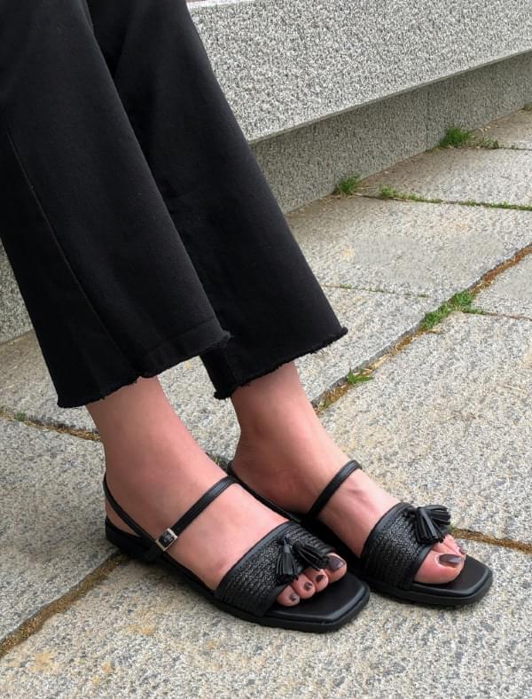 chic mood square toe sandal