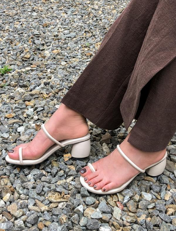 two strap middle heel
