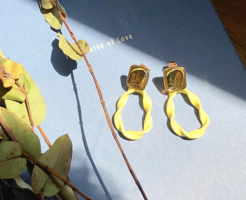 Bright Point Earrings