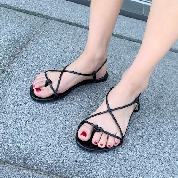 Knot tie sandals