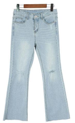 Knee-cut boots cut denim pants