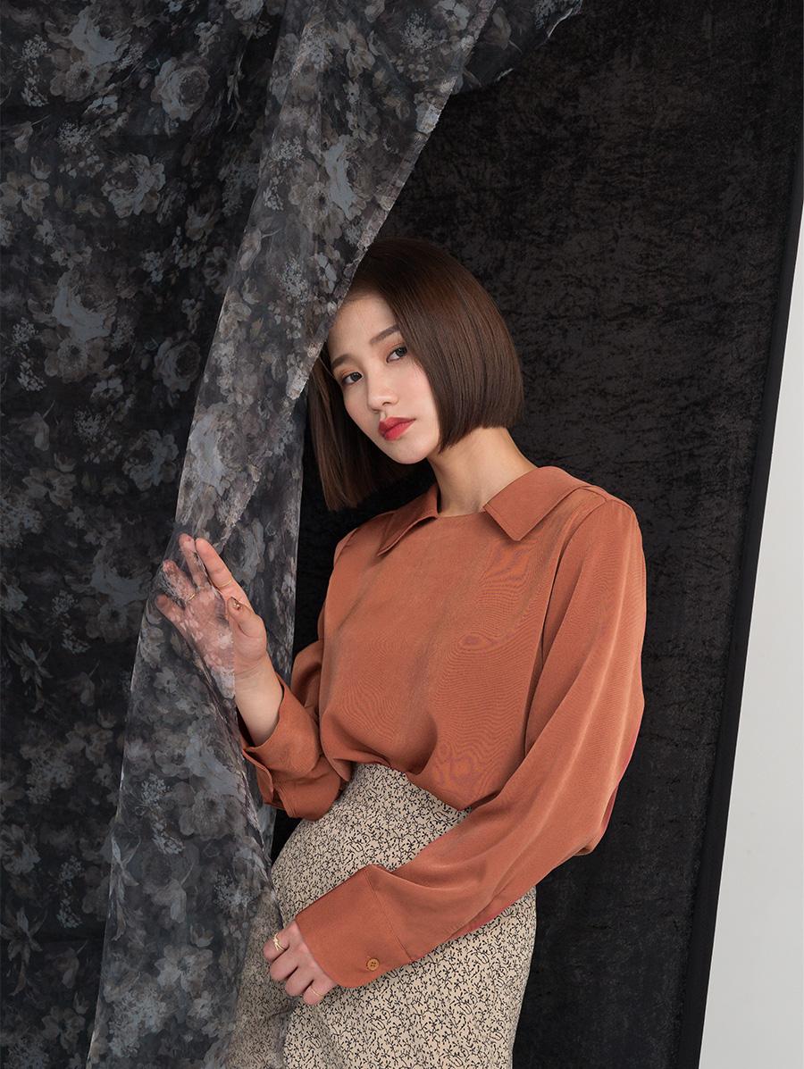 Feminine mood collar neck blouse