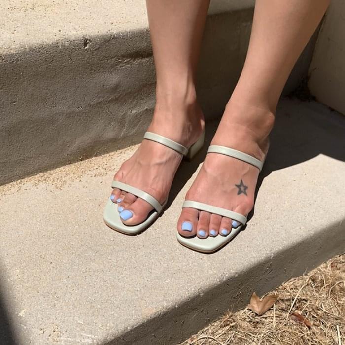 Line color cowhide sandals