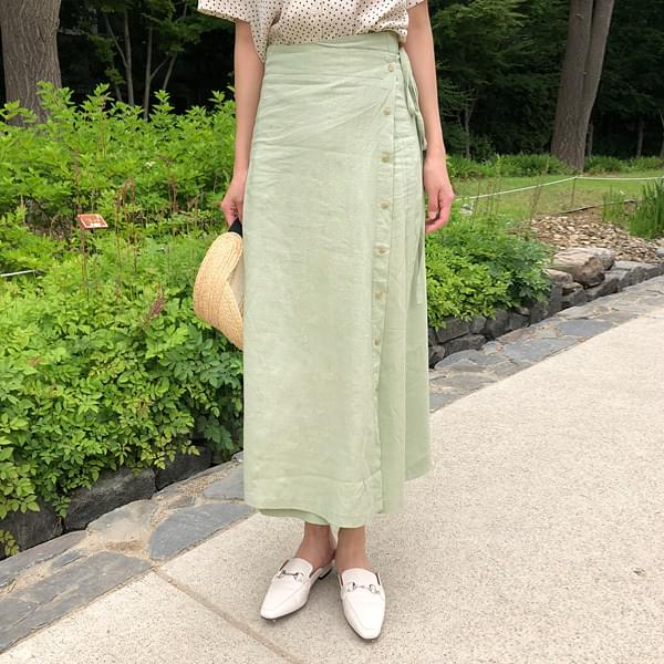 Button lap skirt