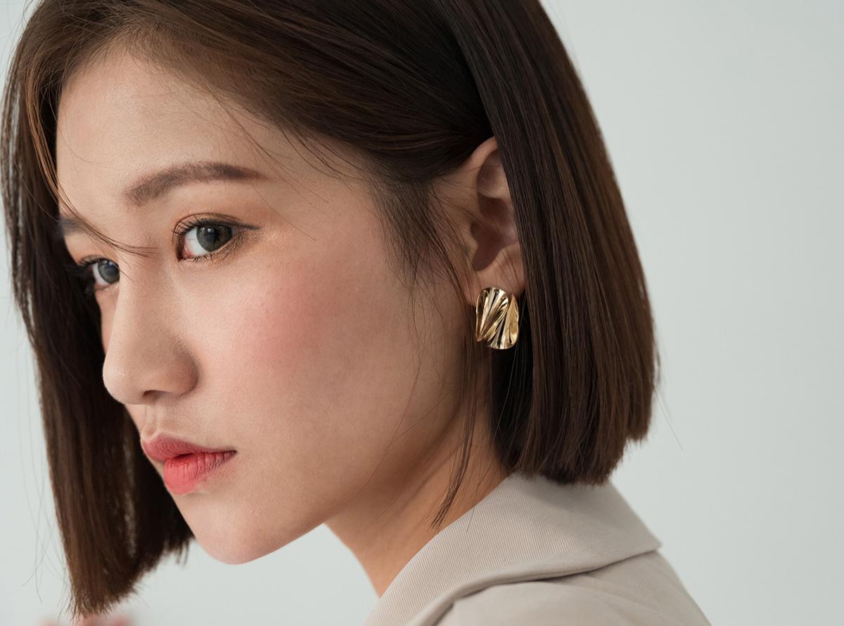 gold n pearl earring