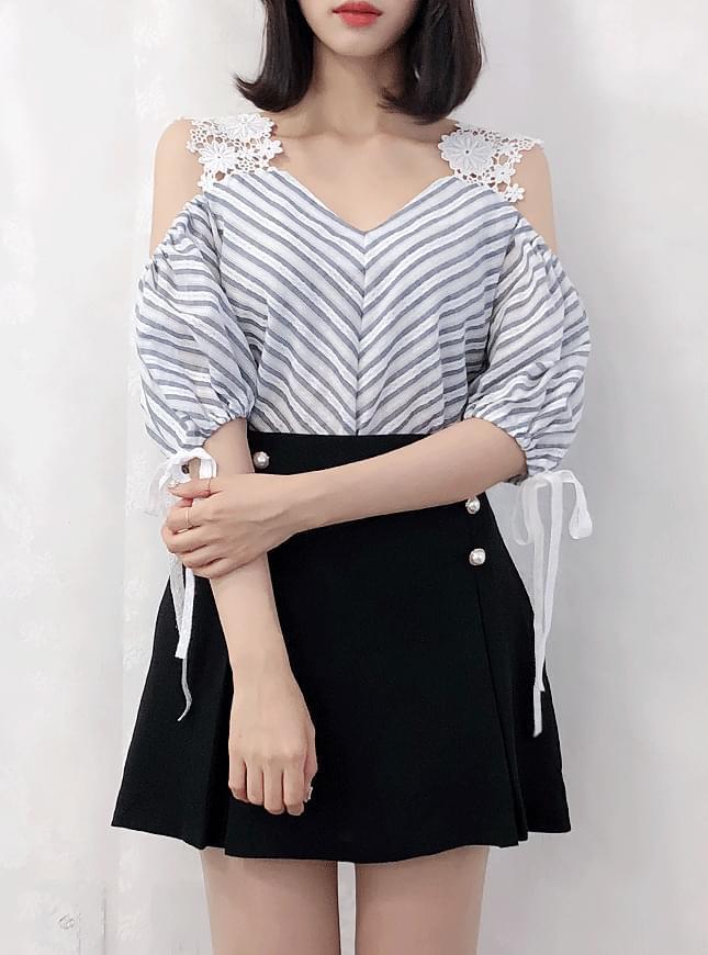 Vicky striped lace bl