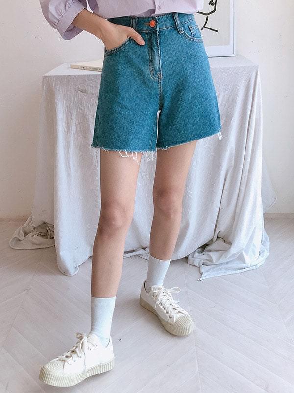 Cutting Denim Short Pants