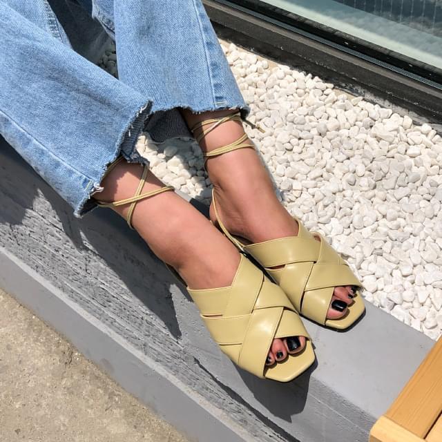 wide X strap sandal