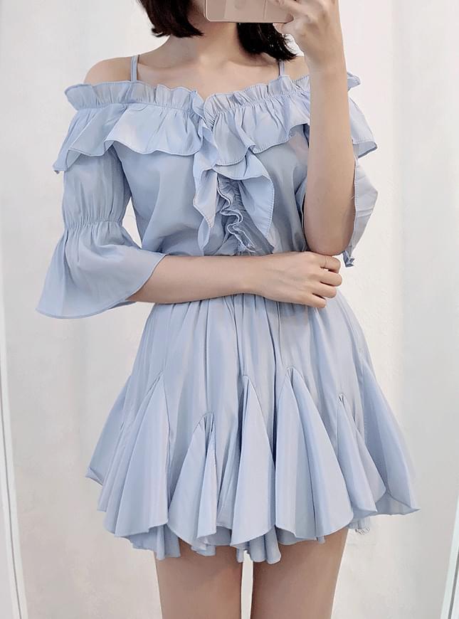 Alin off shoulder bl + frill skirt pants