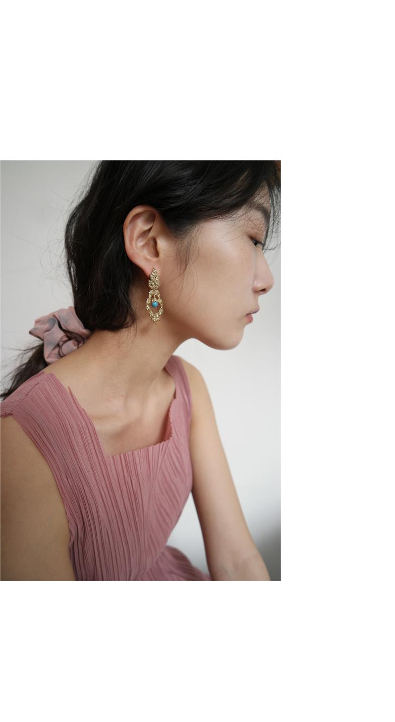 vintage mood gold earrings