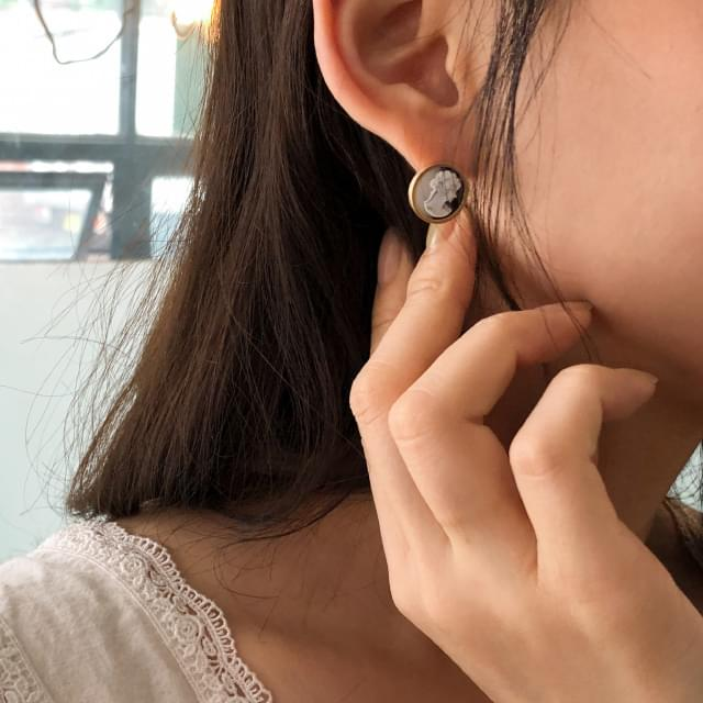 antique lady mini earring
