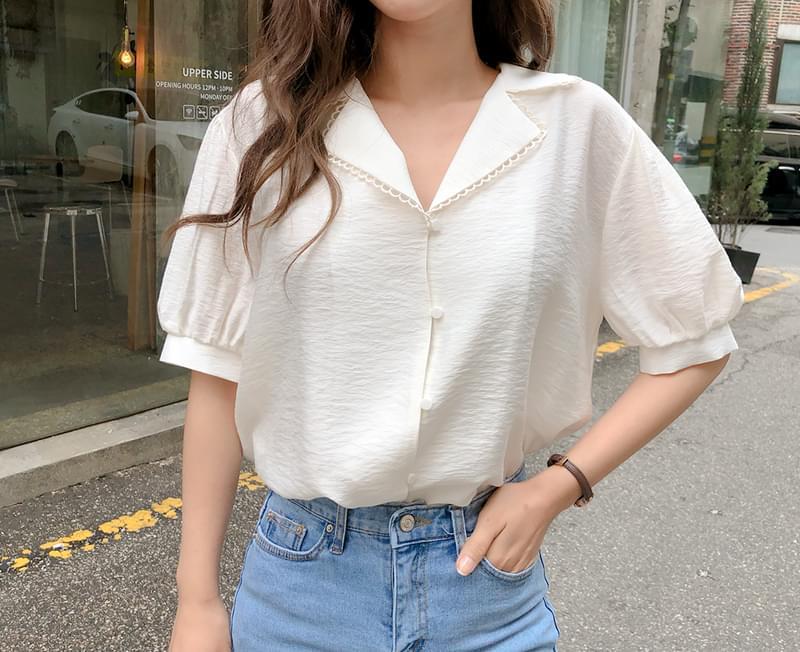 Point color blouse