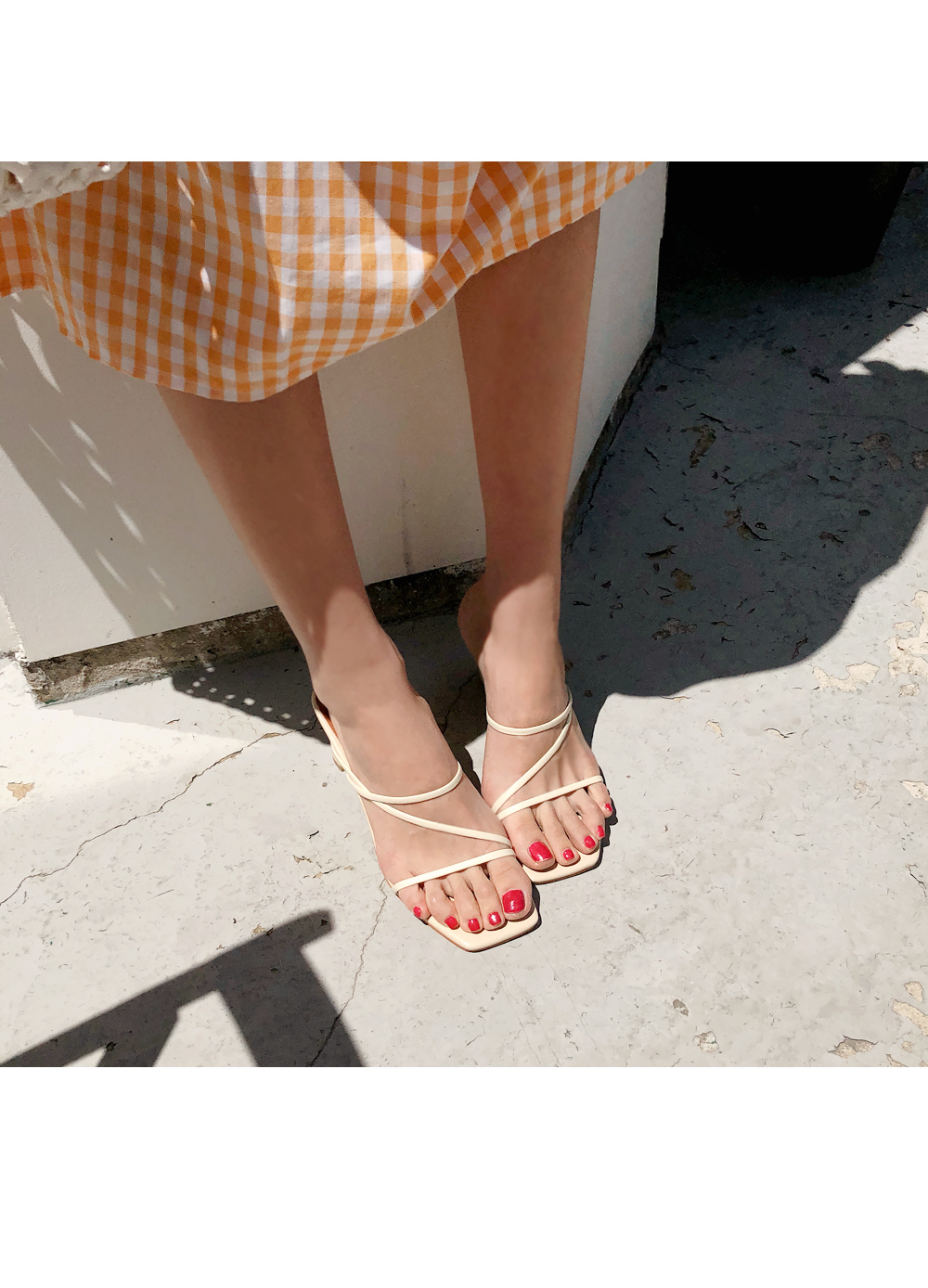 Simple mood slippers